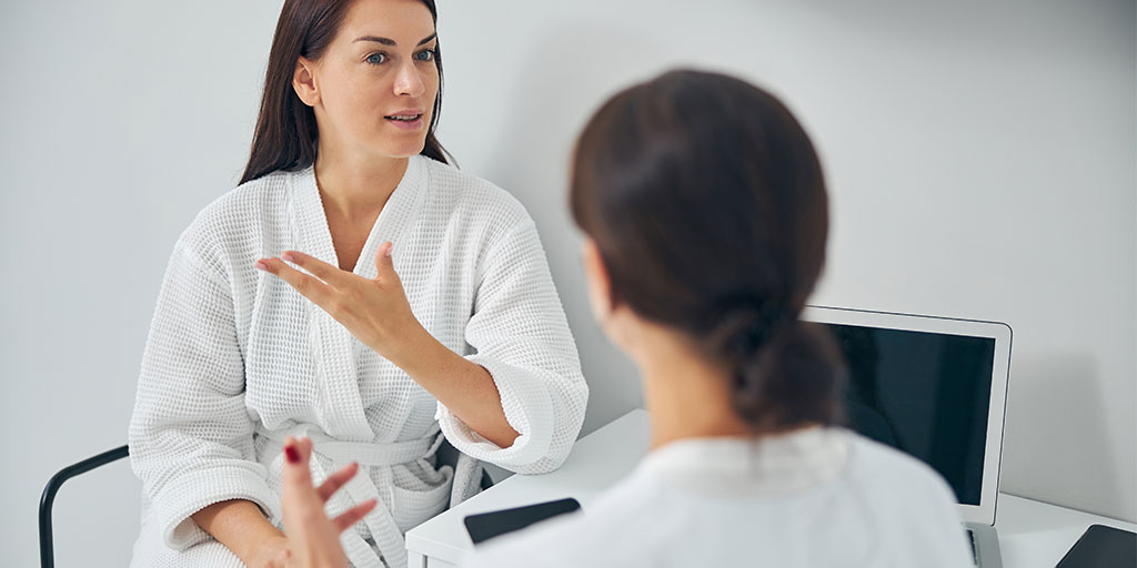 Female patient speaking to a doctor.